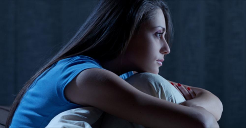 Dormire poco vuol dire far invecchiare il cervello: lo dice la scienza