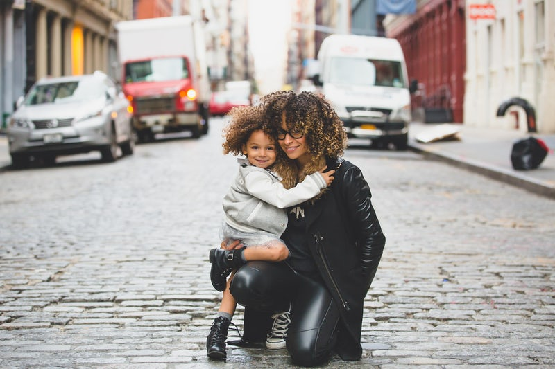Una mamma insieme alla sua bambina
