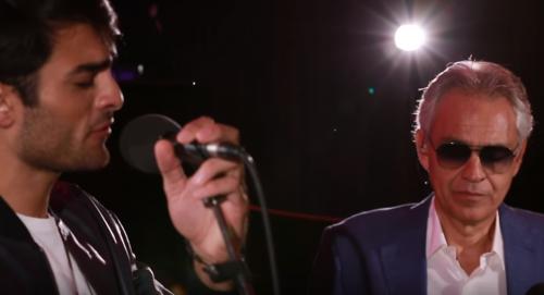 Andrea Bocelli e suo figlio in un classico di Ed Sheeran