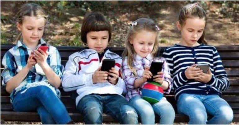 Bambini e smartphone: 8 motivi per vietarli ai minori di 12 anni