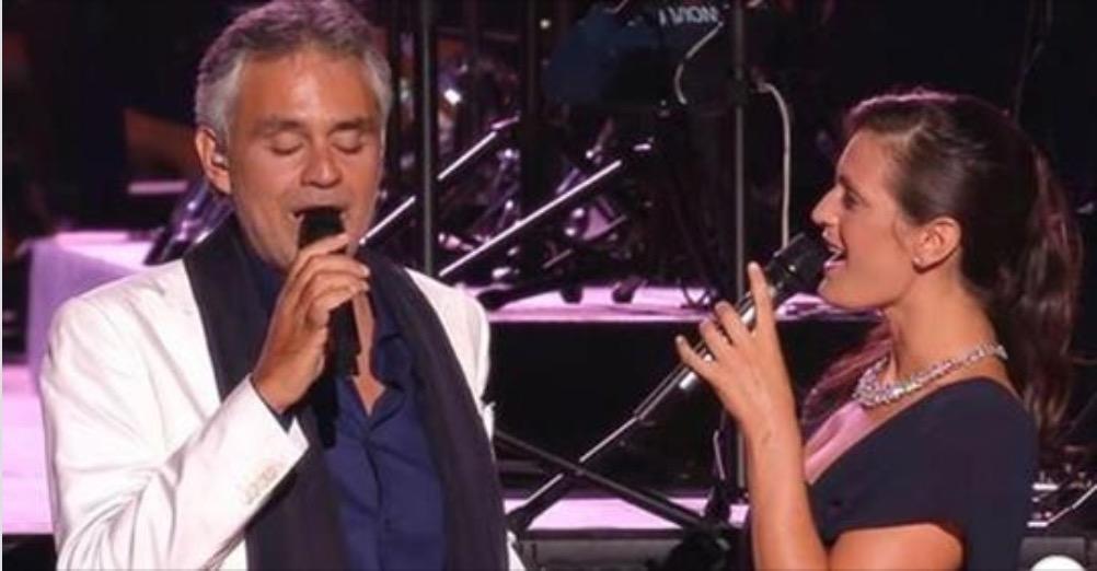 Andrea Bocelli in un emozionante duetto con sua moglie