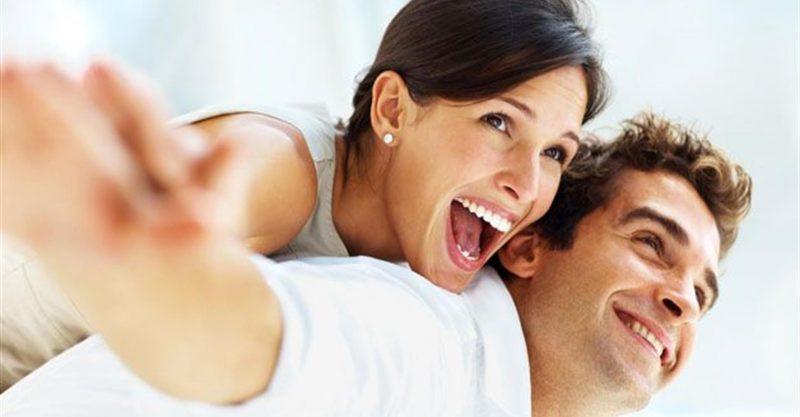Scegliere un compagno più giovane : i vantaggi secondo gli esperti