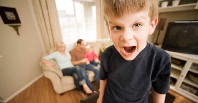 I bambini in presenza della madre sono cento volte peggio. Un'educatrice spiega il perché