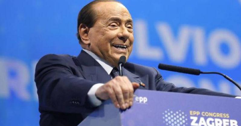 Silvio Berlusconi cade a Zagabria