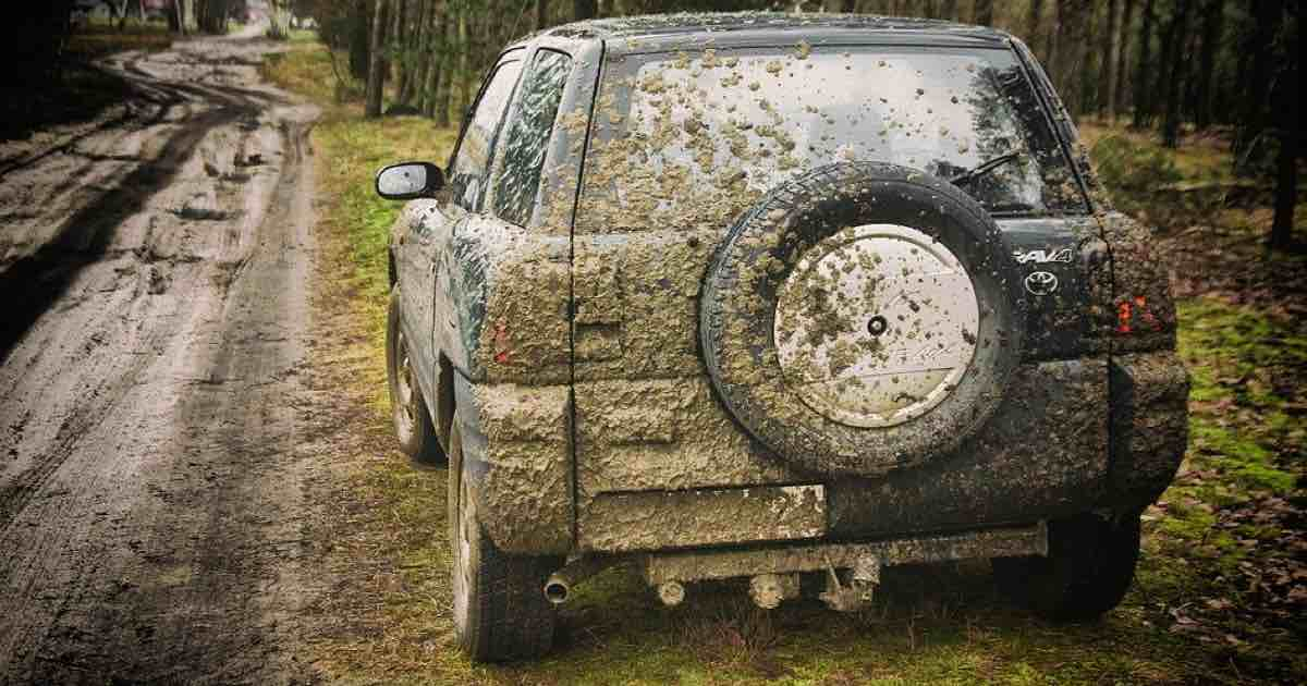 Auto sporca multa
