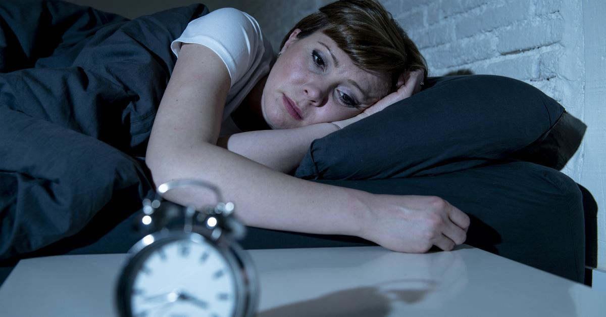 Dormire male a causa dello stress, sintomi e soluzioni