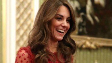 Photo of Kate Middleton è raggiante nell'abito rosso da 550 euro andato a ruba