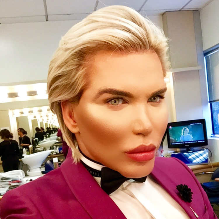 Ken Umano diventa Barbie