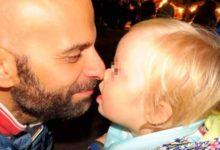 Photo of La storia di Luca Trapanese, papà gay della bimba che nessuno voleva