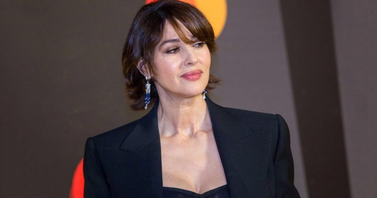 Monica Bellucci dice no a Saremo 2020. Le critiche di Maurizio Costanzo