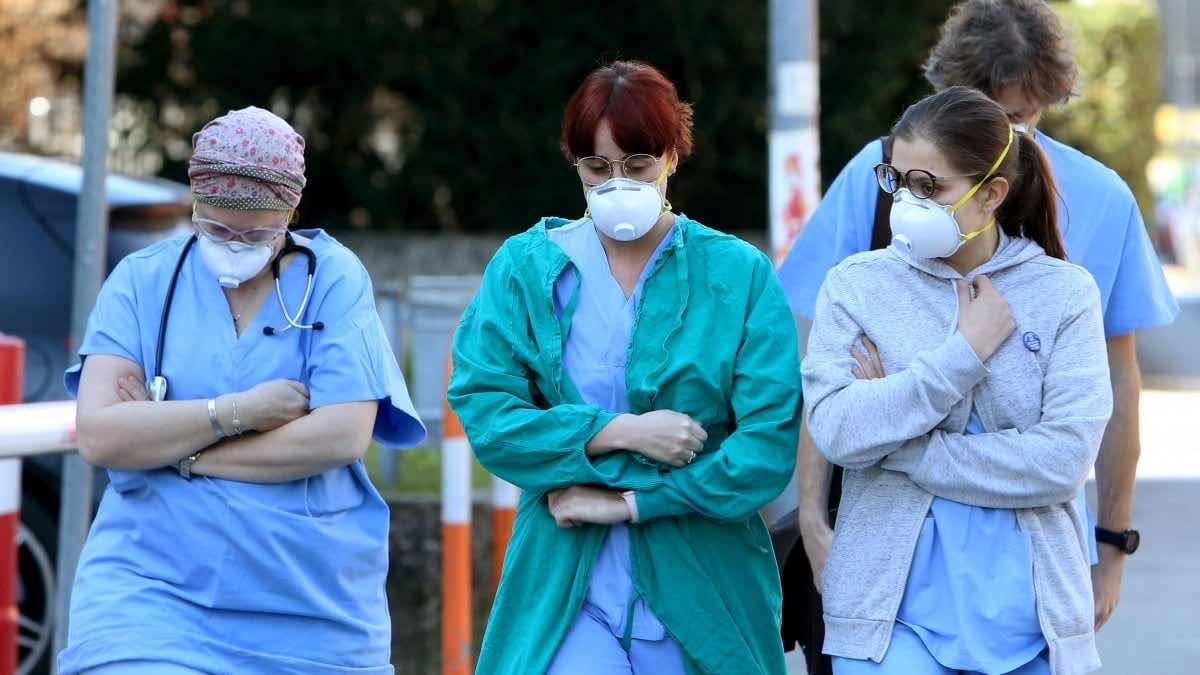 I turisti cinesi guariti dal Coronavirus ringraziano i medici italiani
