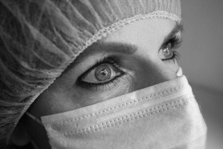 Gli uomini che sposano le infermiere sono i più felici