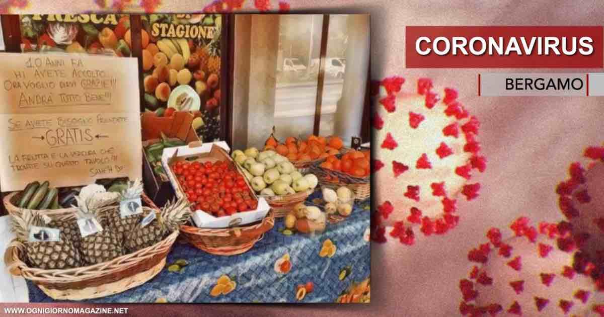 Coronavirus, fruttivendolo egiziano offre i suoi prodotti