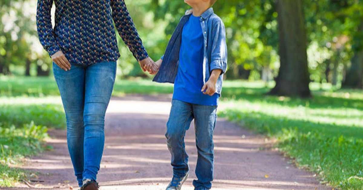 Coronavirus passeggiata genitore-figlio