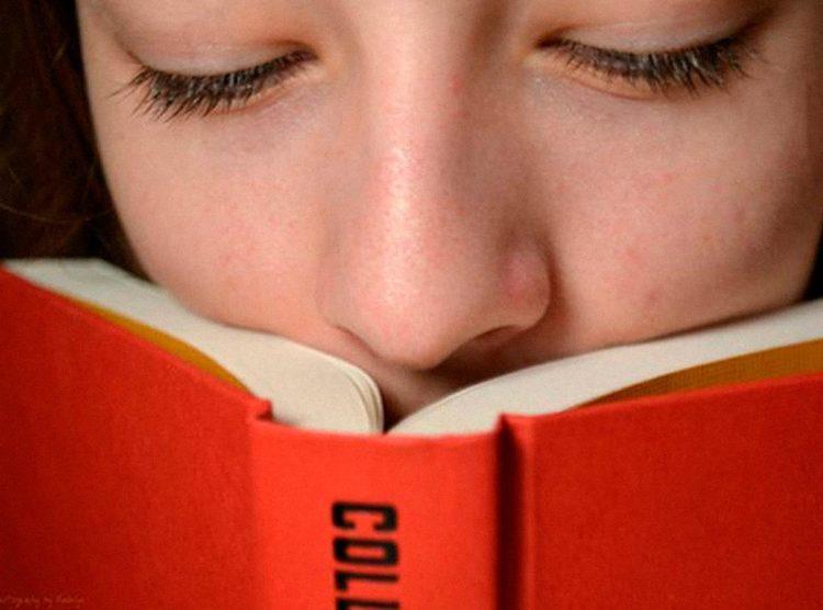 Annusare i libri ha il suo perché