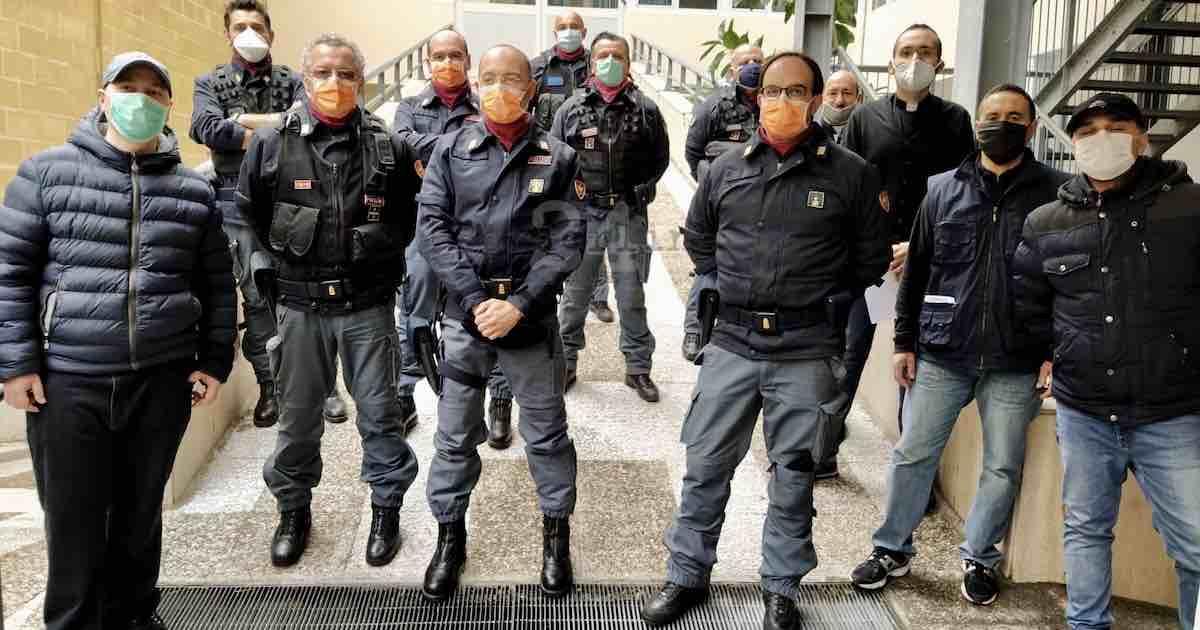 poliziotti di Bari rinunciano ai buoni pasto