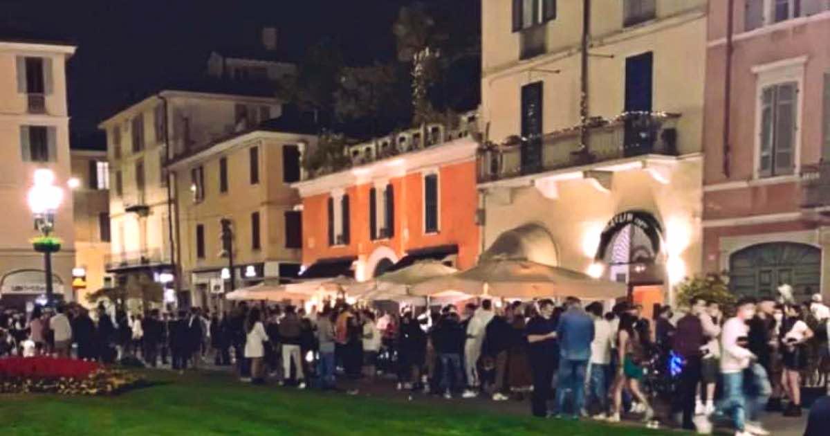 Brescia folla in piazza