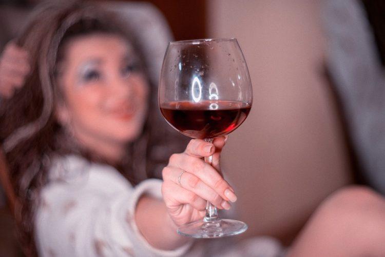 Bere un bicchiere di vino prima di dormire