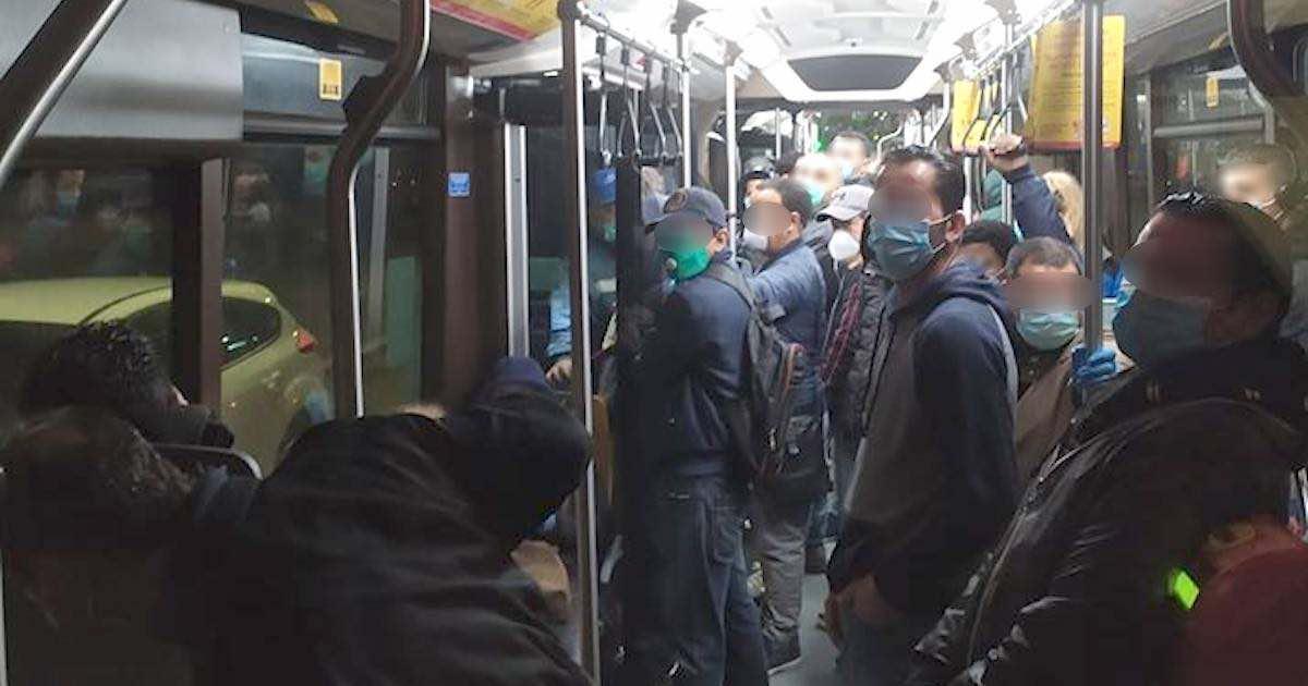 Coronavirus, 30 persone assembrate sul bus