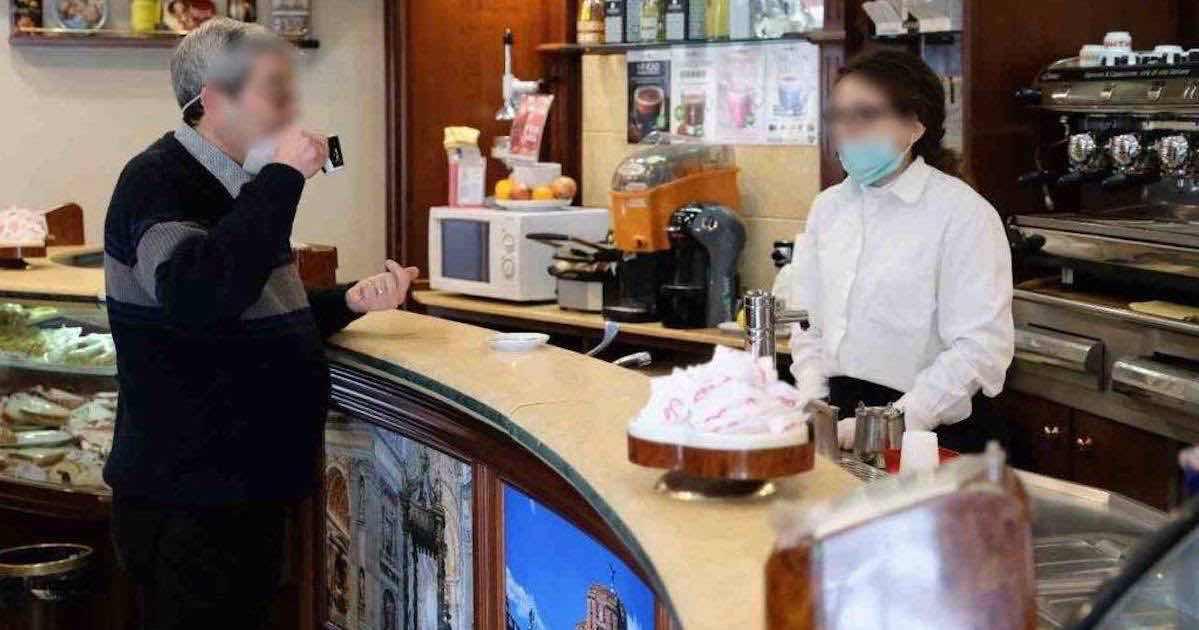 Multato per un caffè bevuto fuori al bar