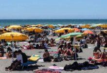 Photo of Fase 3. Spiagge affollate in Italia, ma senza mascherina e distanziatori