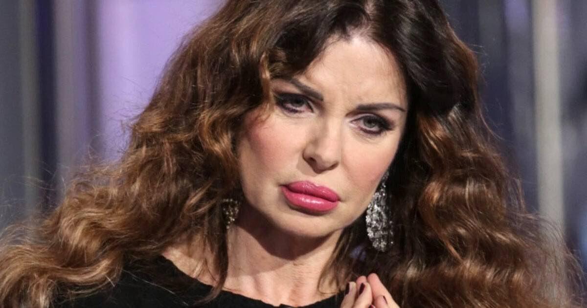 Alba Parietti furiosa per il tampone obbligatorio a chi rientra dall'estero