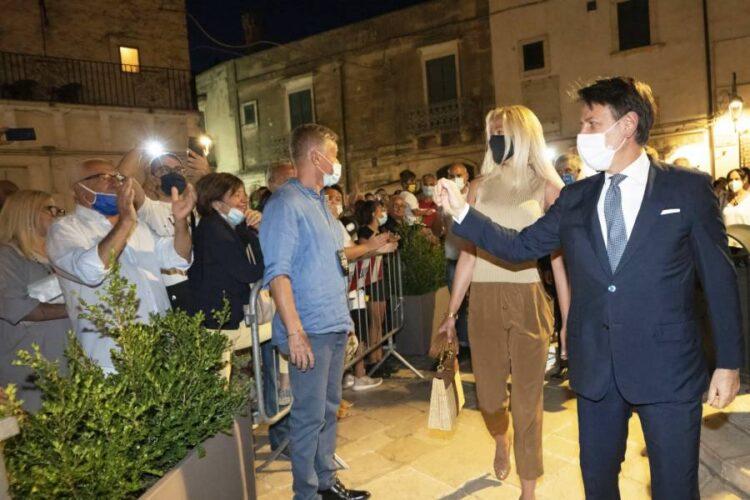 Giuseppe Conte, la borsa della compagna scatena le polemiche