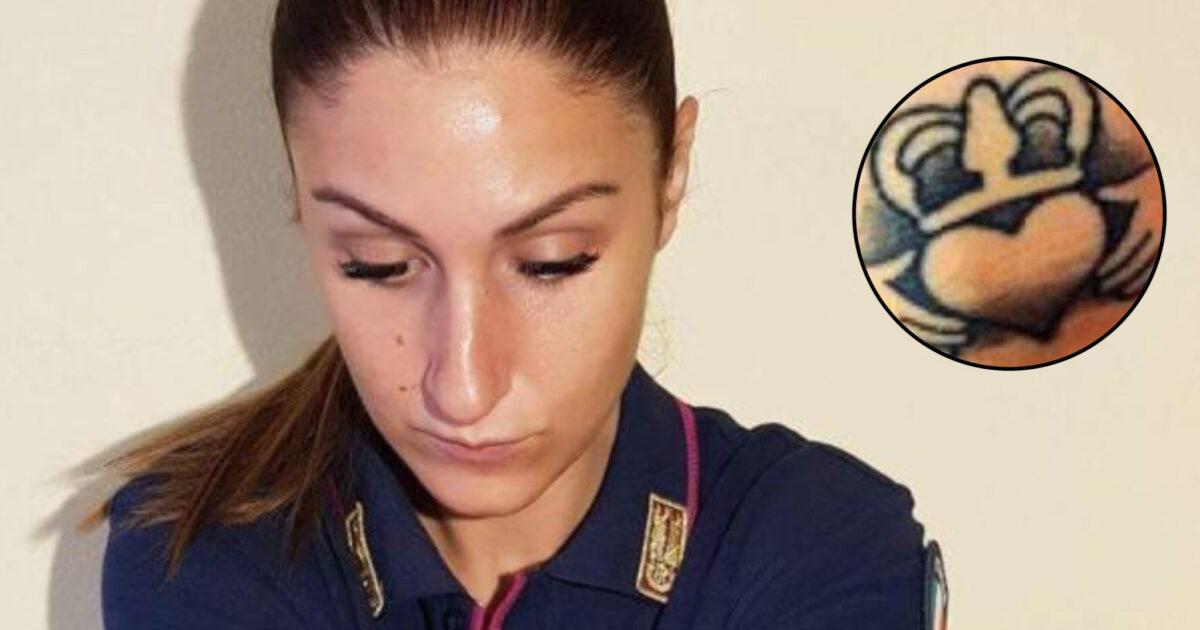 Poliziotta eroe sospesa dal servizio per un tatuaggio