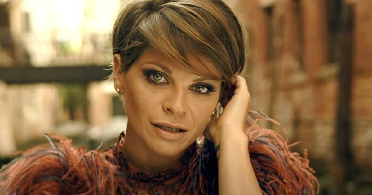Alessandra Amoroso è irriconoscibile dopo il cambio radicale di look