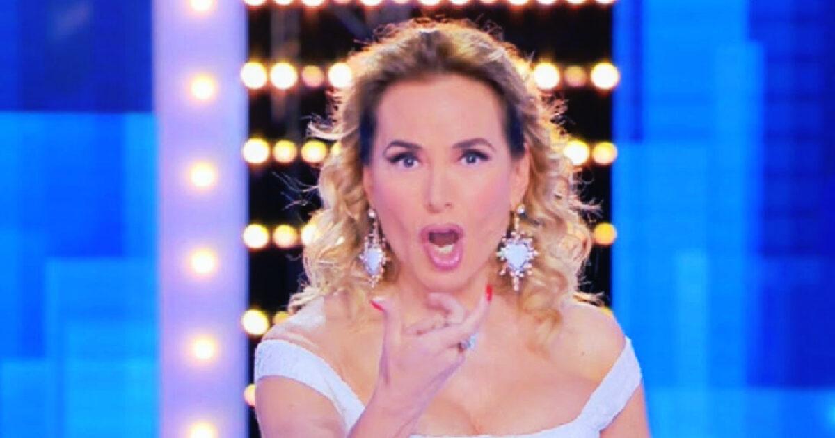 Barbara D'Urso furiosa contro la Rai che manda in onda il suo topless