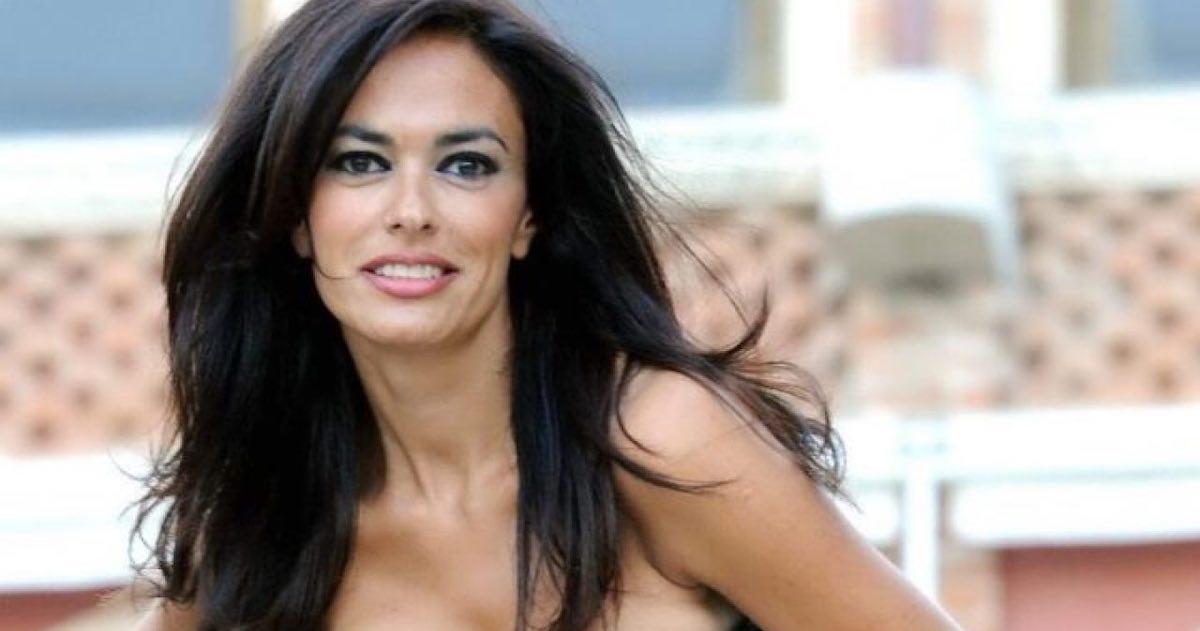 Maria Grazia Cucinotta in una sensuale foto