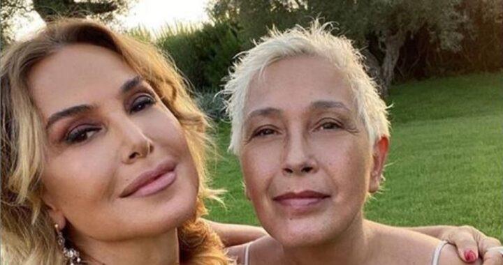 Barbara D'Urso insultata pesantemente sui social, la sorella la difende