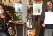 Photo of Pavia. Una barista abbassa la mascherina per fumare durante la pausa e viene sanzionata con 400 euro di multa