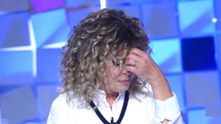 Eva Grimaldi crolla durante l'intervista a Verissimo
