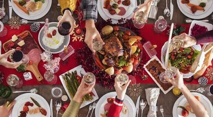 Covid, Natale solo con i familiari di primo grado