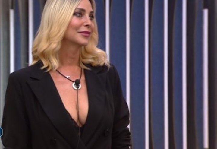Il marito di Stefania, Simone, ha avuto un confronto con la contessa nella casa del GF VIP.