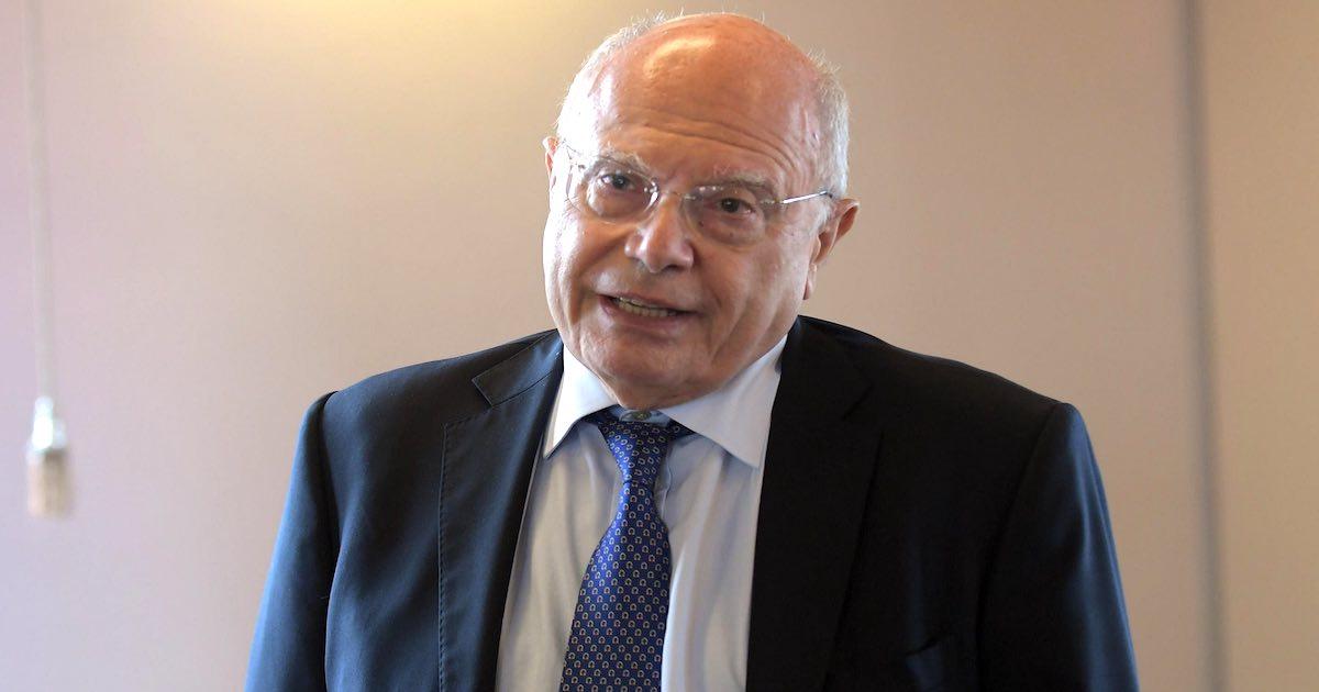 Il professor Massimo Galli critico sulla carenza di dati sui vaccini