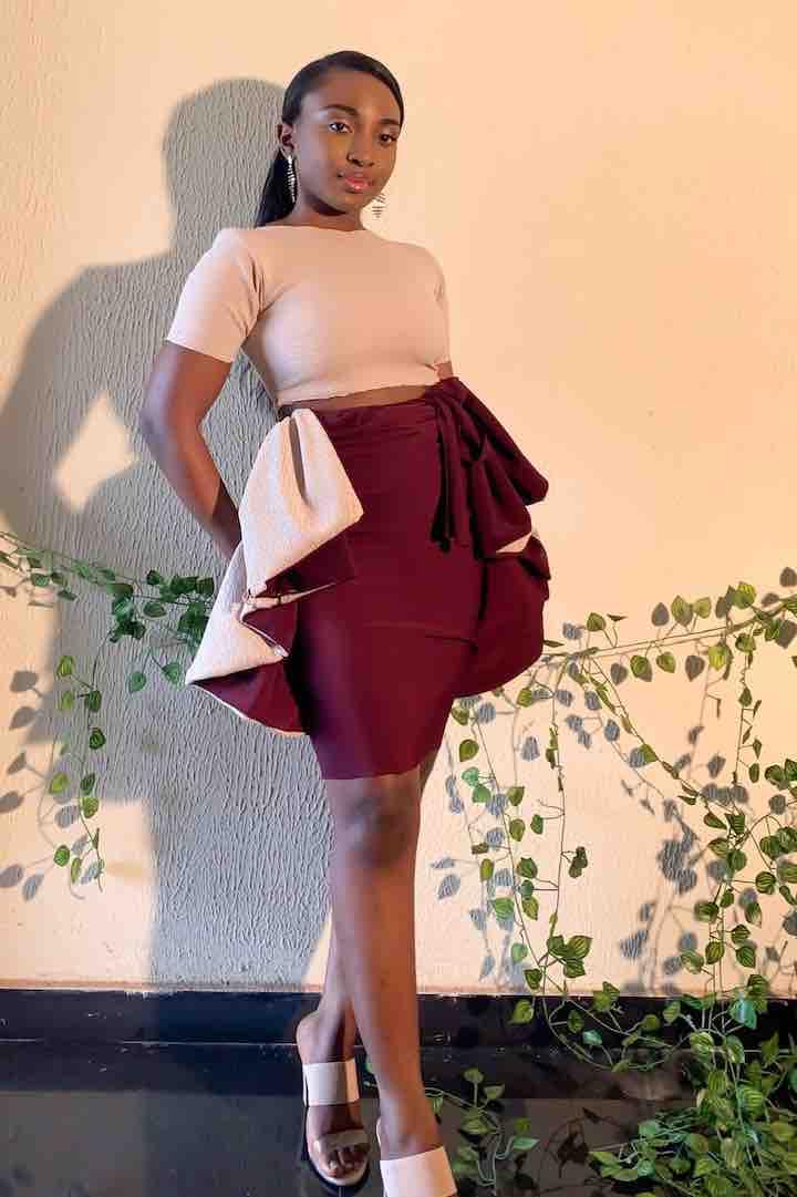 La giovane sarta nigeriana abiti