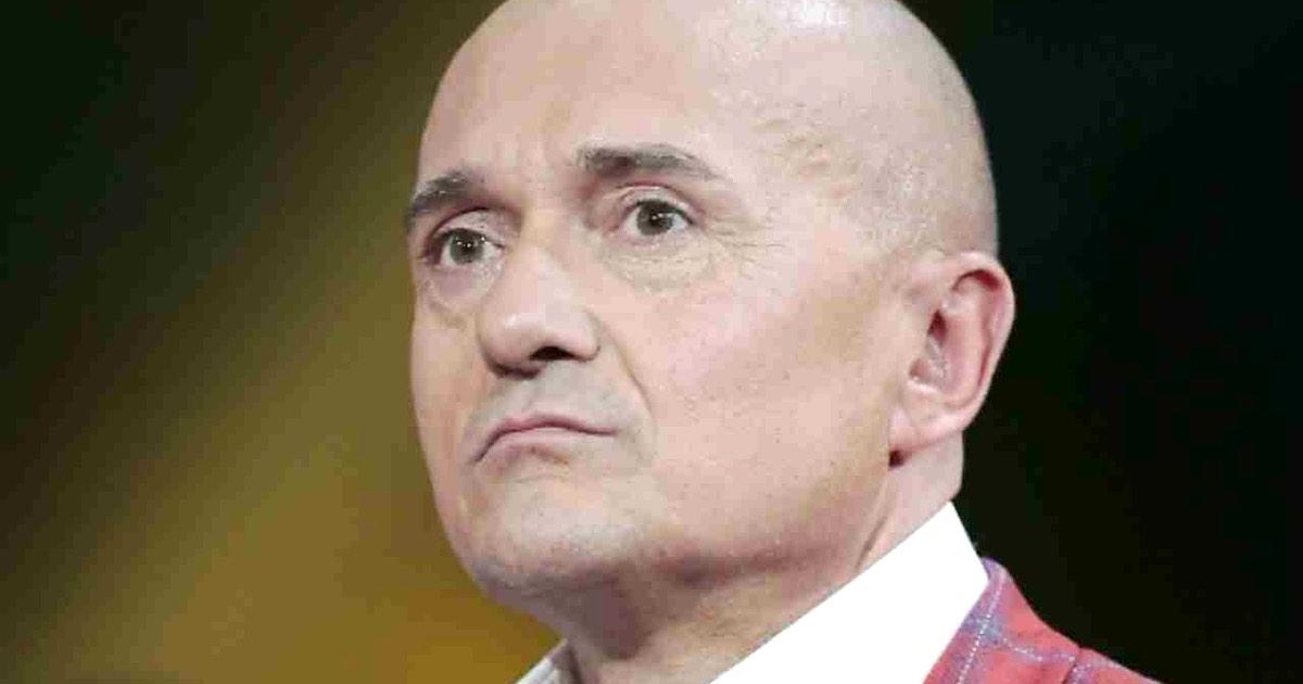 Perché Alfonso Signorini ha una vistosa cicatrice sulla testa