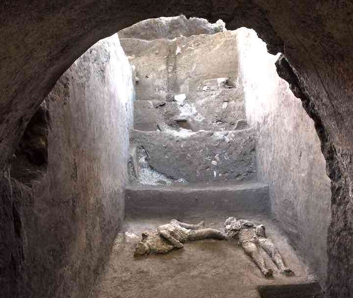 Pompei ritrovamento corpi