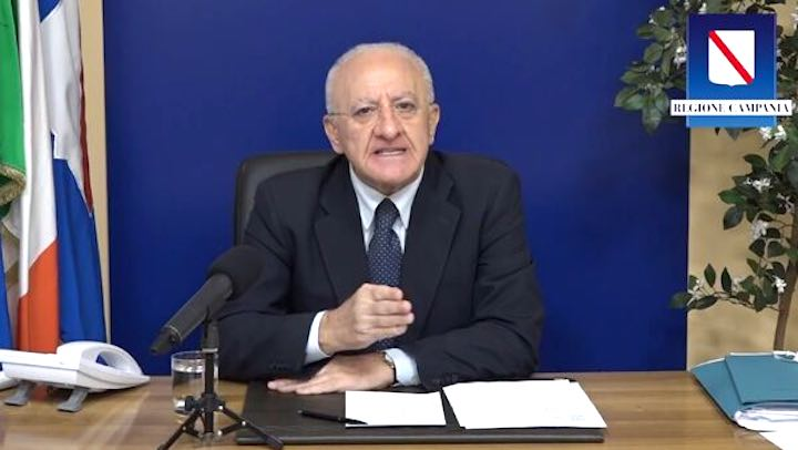Vincenzo De Luca contro Governo a casa