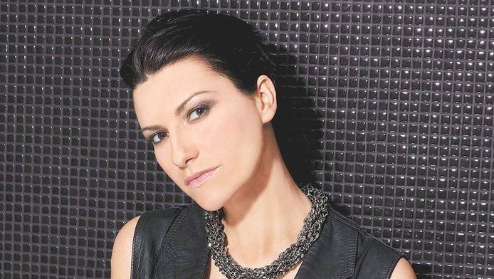 Laura Pausini sotto accusa per il commento su Maradona
