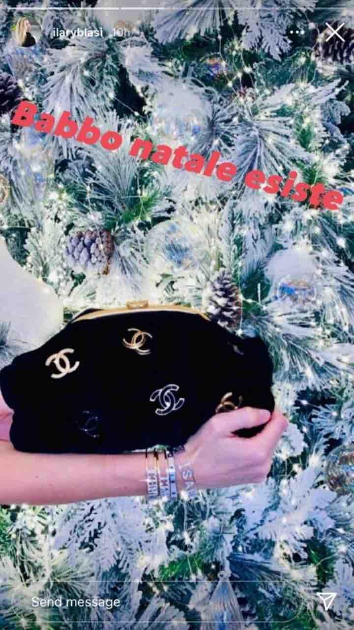 Ilary Blasi mostra il suo regalo di Natale