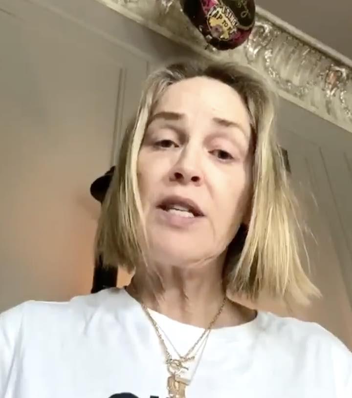 Sharon Stone a 62 anni si mostra al naturale sui social