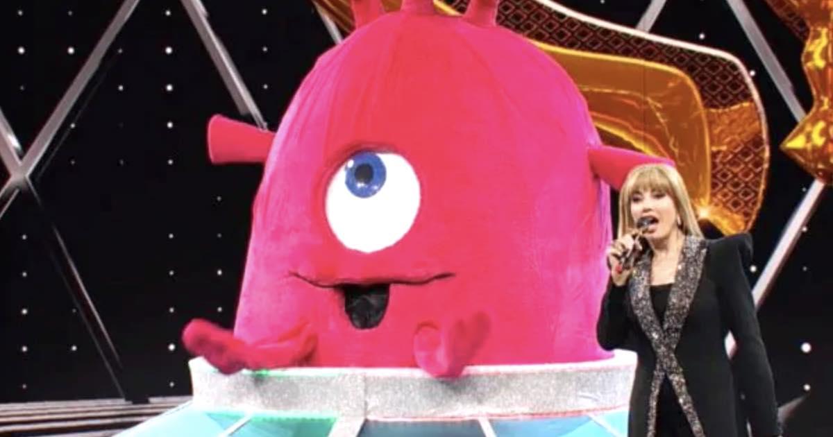 Cantante mascherato baby alieno malore