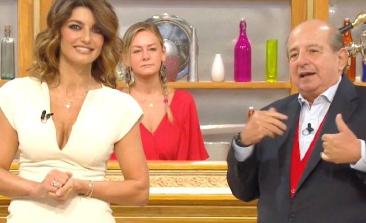 Giancarlo Magalli colto in flagrante mentre parla di Adriana Volpe