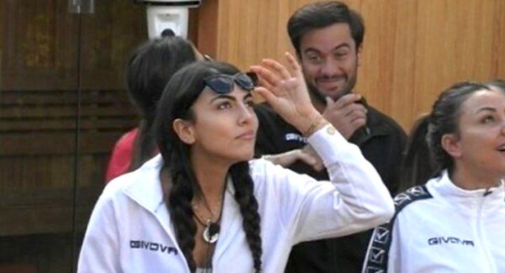 Giulia Salemi risentita per l'aereo si confronta con Pierpaolo Pretelli