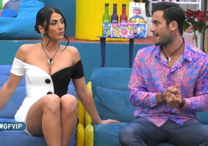 Giulia Salemi sbanca nella puntata serale del GF Vip con il suo look in bianco e nero