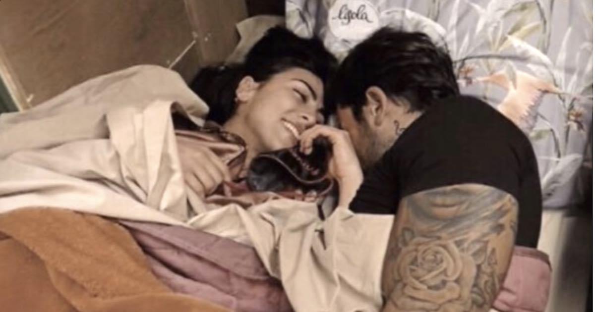 Tra Pierpaolo Pretelli e Giulia Salemi esplode la passione sotto le coperte