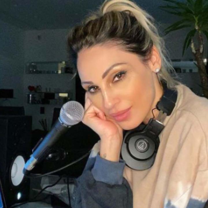 Anna Tatangelo annuncia sui social